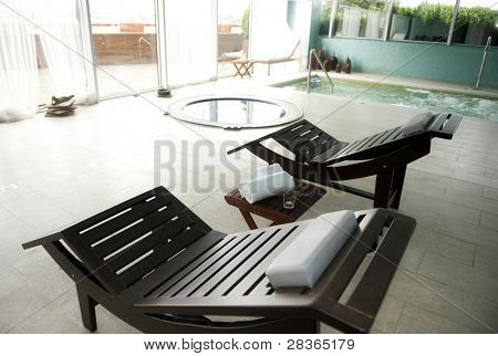 Luxus-Spa mit Whirlpool und Swimmingpool