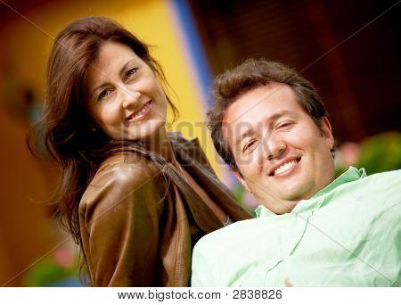 Glückliches Paar im freien