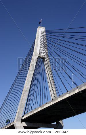 Brücke und Pylone