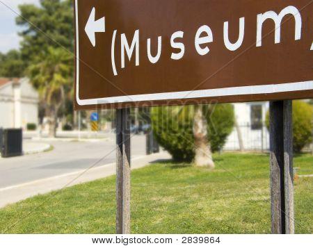 Letrero al Museo