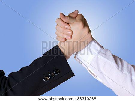 Rivalität/Handshake zwischen den Händen Geschäft