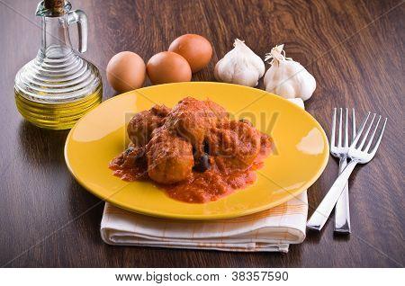 Albóndigas con salsa de tomate.