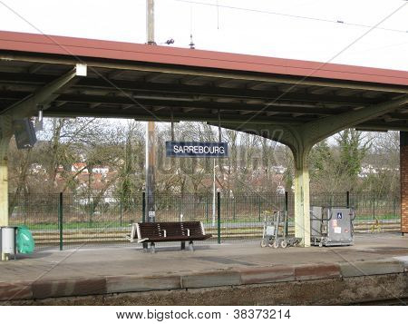 train platform at Sarrebourg