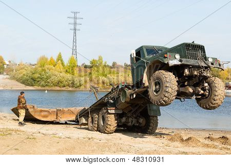 Disassembly of pontoon bridge