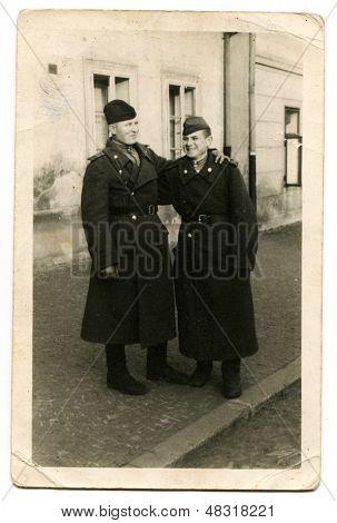 Budapeste, na Hungria, por volta de 1945: Retrato de um dois soldados do exército vermelho, por volta de 1945, fotografia antiga