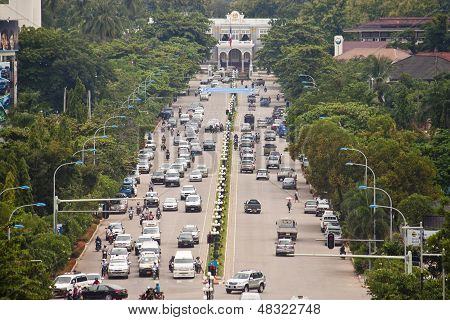 Traffic on Lane Xang avenue