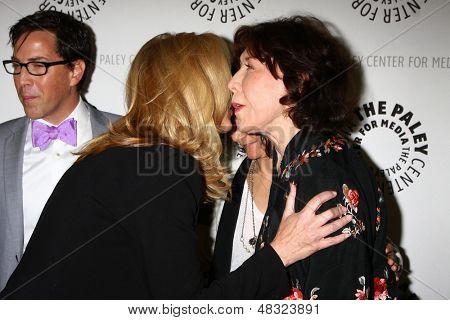 "LOS ANGELES - JUL 16:  Lisa Kudrow, Lily Tomlin arrives at  ""An Evening With Web Therapy: The Craze Continues..."" at the Paley Center for Media on July 16, 2013 in Beverly Hills, CA"