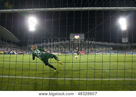 MADRID, SPAIN. 20/05/2010. Potsdam's goalkeeper Anna Felicitas Sarholzin action during the Women's Champions League final  played in the Coliseum Alfonso Perez, Getafe, Madrid.