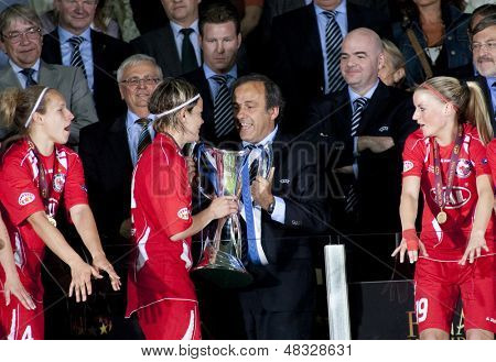 MADRID, SPAIN. 16/05/2010. UEFA President Michel Platini hands the trophy to  Jennifer Zietz  after winning the Women's Champions League final  played in the Coliseum Alfonso Perez, Getafe, Madrid.