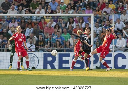 MADRID, SPAIN. 16/05/2010.  Olympique's MF Lara Dickenmann takes a shot at goal during the Women's Champions League final  played in the Coliseum Alfonso Perez, Getafe, Madrid.