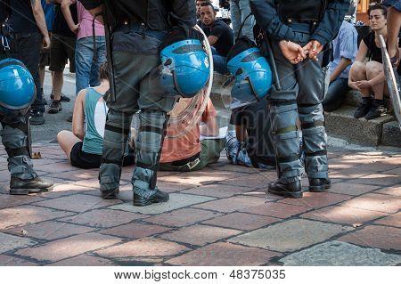 Riot police evacuates activists