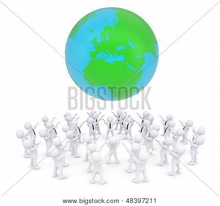Grupo de pessoas brancas, adorando a terra
