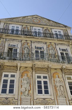 Building In Chiado
