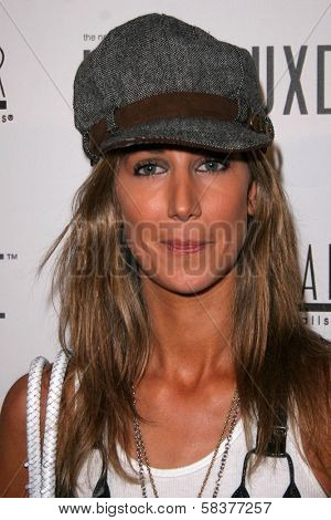 Lady Victoria Hervey at the Sonya Dakar Skin Clinic Opening. Sonya Dakar SKin Clinic, Beverly Hills, CA. 10-24-06