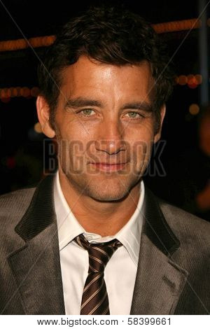 LOS ANGELES - NOVEMBER 16: Clive Owen at the Los Angeles Premiere of