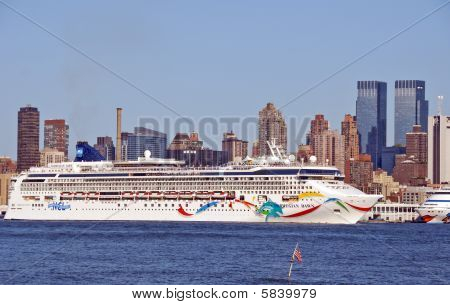 New York - September 13: Huge Ocean Linear Norwegian Dawn Brings Tourists Out Of Nyc On The Hudson R