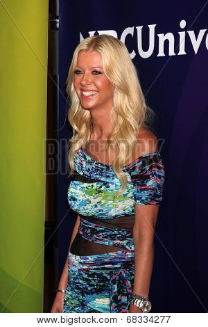 LOS ANGELES - JUL 14:  Tara Reid at the NBCUniversal July 2014 TCA at Beverly Hilton on July 14, 2014 in Beverly Hills, CA