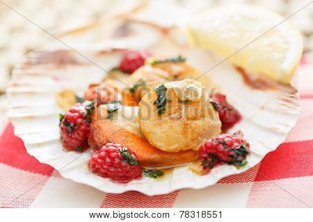scallops in a shell with raspberries