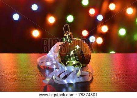 Golden Chistmas Ball Serpentine