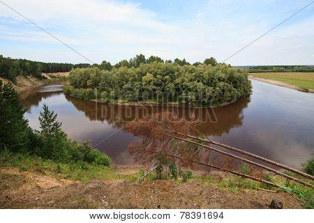Tara River near the village of Okunevo.