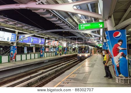 BANGKOK, THAILAND, JANUARY 12, 2015: Passengers waiting for the Bangkok Mass Transit System (BTS) public skytrain at the Thong Lor station , Bangkok, Thailand