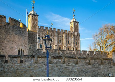 Tower of London (started 1078), old fortress, castle, prison and house of Crown Jewels. View form th