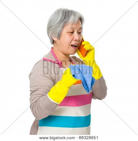 Busy woman chat on cellphone