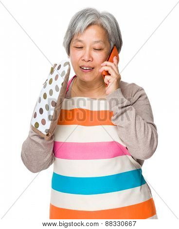 Busy housewife talk to mobile phone