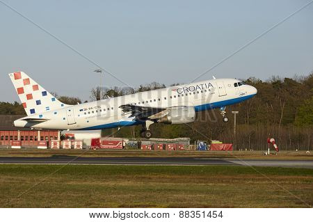 Frankfurt Airport - Airbus A319 Of Croatia Airlines Takes Off
