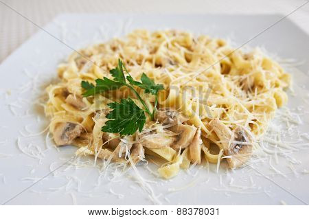 Pasta with mushrooms and cheese