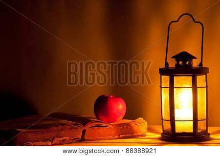 Book Apple And Lantern