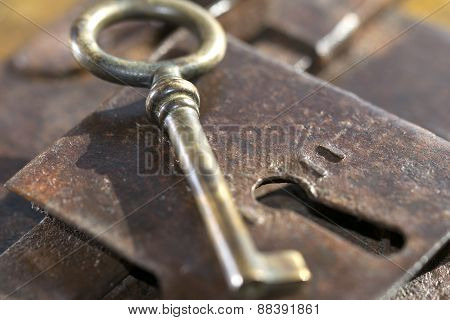 Handmade Old Lock In Iron With Key