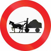 picture of carriage horse  - Austrian sign prohibiting thoroughfare of horse drawn carriages - JPG