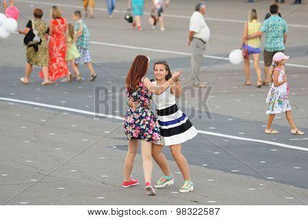 Orel, Russia, August 4, 2015: Orlovskaya Mozaika Folk Festival, Two Girls Dancing In The Street