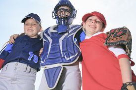 pic of pre-adolescent child  - A baseball child team on the field - JPG