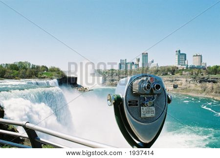 Niagra Falls With Coin Viewer