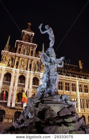 Brabo fountain on the Grote Markt. Antwrep.