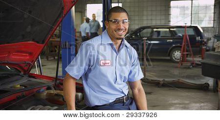 Retrato de mecánico de automóvil