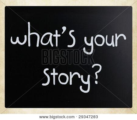 """""""o que é a sua história"""" manuscrita com branco giz em uma lousa"""