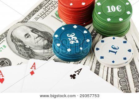 bunte Jetons und US-Dollar