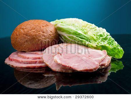 Arranjo de belo alimento fatiado