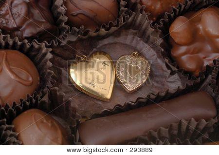 Corações de chocolate e ouro