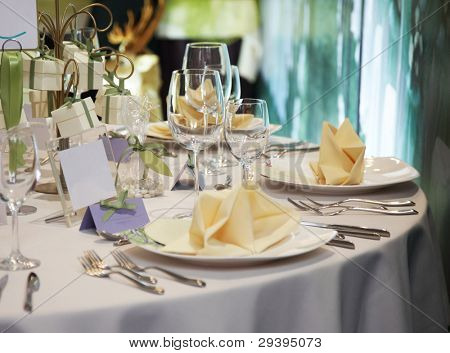 elegant table setting for wedding