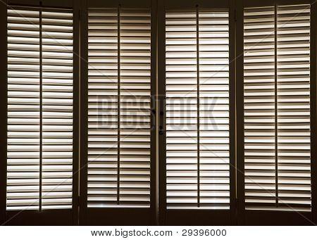 hölzerne Fensterläden