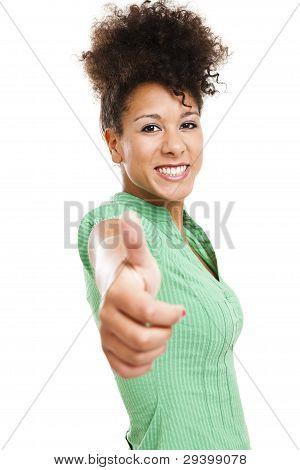 Mulher bonita com polegares para cima
