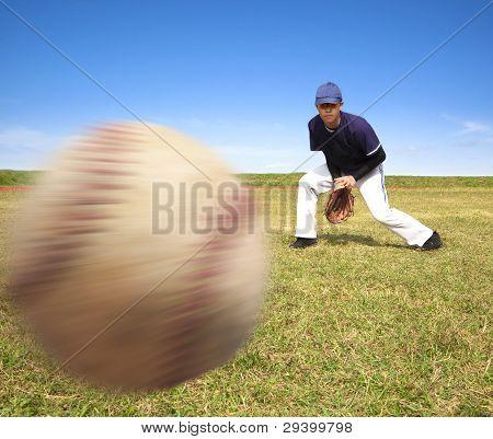 baseball player ready catching the fast ball