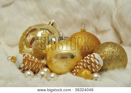 Christmas Decorations In Gold And White 2013
