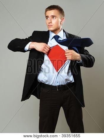 Um pé de super-herói isolada em fundo cinza