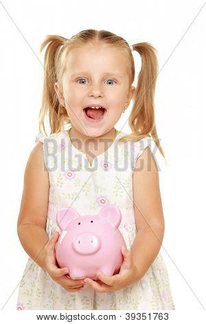 A menina com uma caixa de dinheiro - um porco. Ele é isolado em um fundo branco