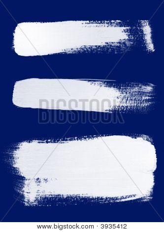 weiße Pinselstrichen auf blauem Hintergrund